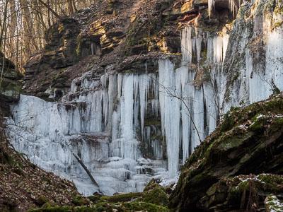 vereister Wasserfall bei Triefenstein