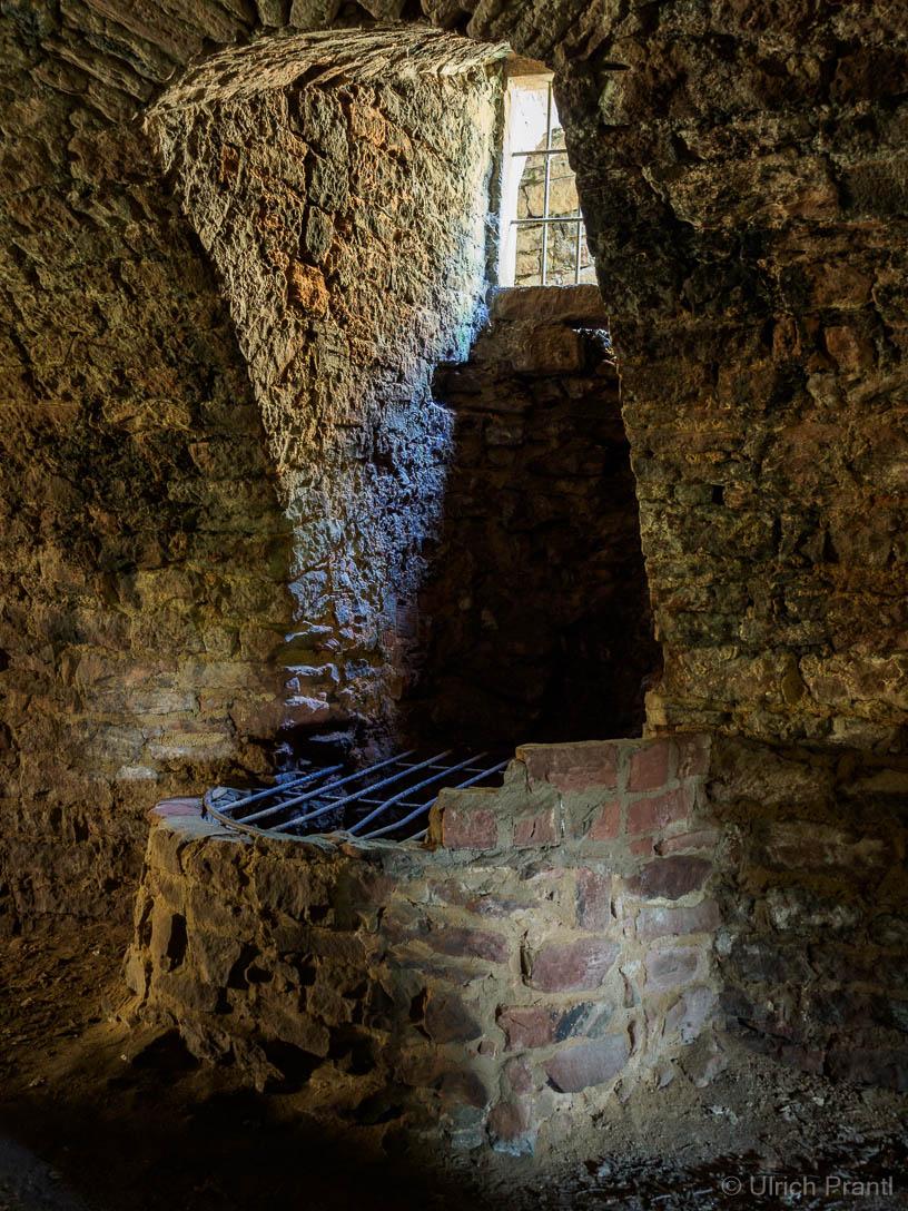 Gewölbekeller der Burg Collenberg