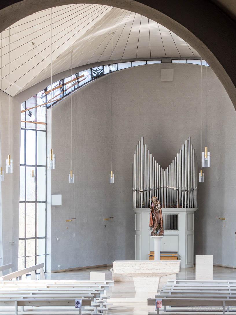 Moderne Kirchenerweitung Kälberau