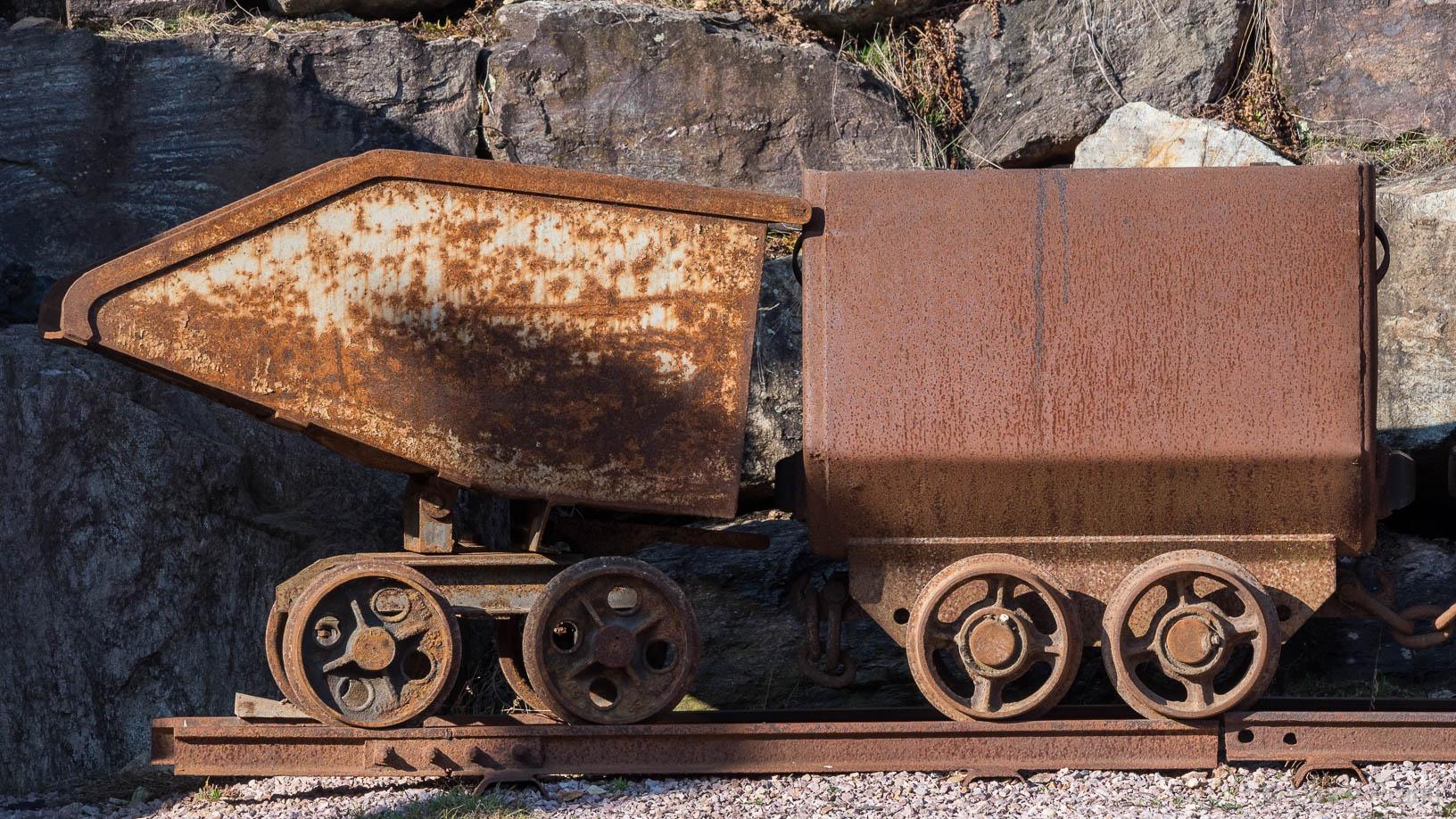Früher im Bergbau verwendete Loren