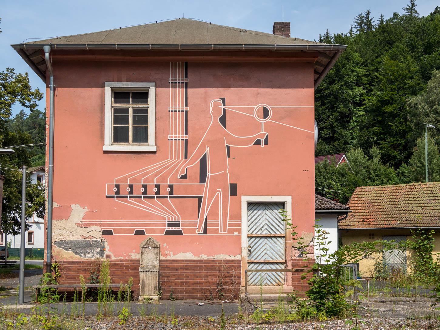 Ehemaliges Bahnhofsgelände Heigenbrücken: Kunst am Bau